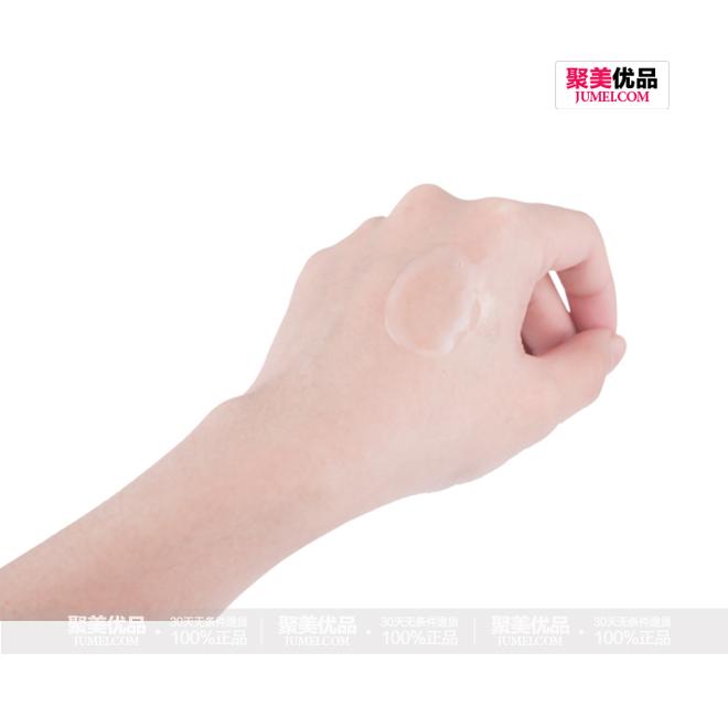 娇兰 (Guerlain)帝皇蜂姿赋妍紧肤水 150ml,产品手部试装图